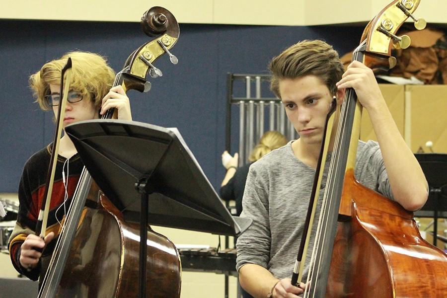 Josh+Randolph+and+Joseph+Massey%2C+juniors%2C+practice+for+Holiday+Magic.