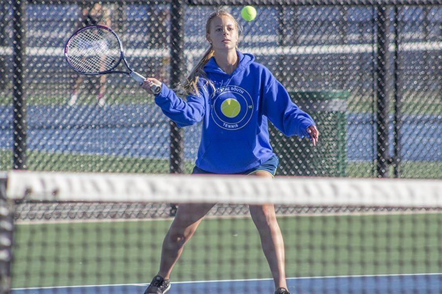 Girls tennis team at Sunflower League tournament