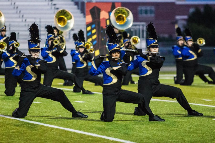 Flute+players+perform+in+the+Band+Regiment+competition.