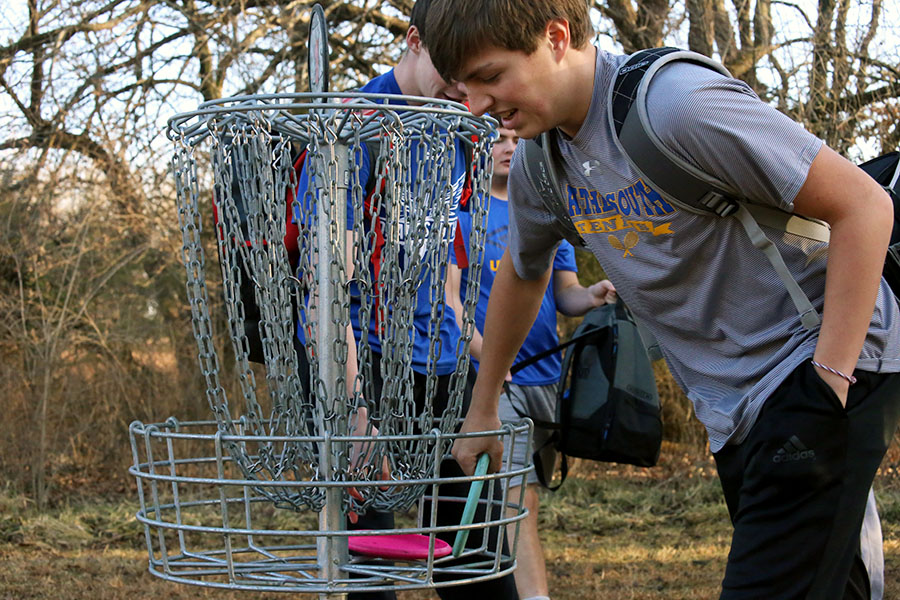 Forty students join first disc golf team